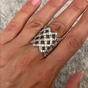 Stunning Silver and baguette stone ring
